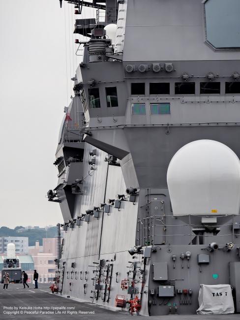 空母 いずも DDH-183 第一甲板(デッキ、ヘリ甲板)とブリッジ(艦橋)