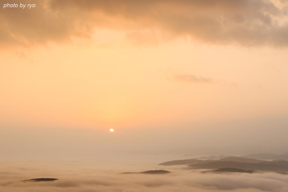 雲の上からの日の出の日_1