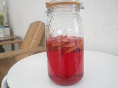 [写真]2週間経過したポレポレいちご酢の瓶
