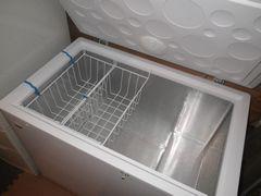 [写真]凍りいちごをストックするために購入した大型冷凍庫