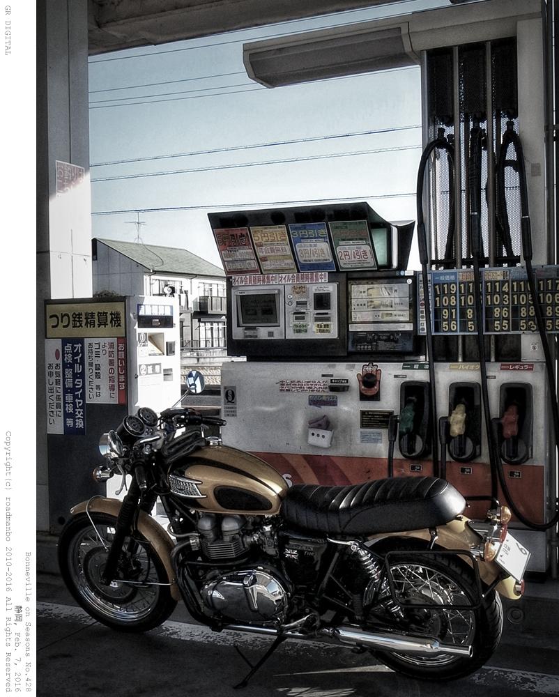 ボンネビル寸景 #428:At Gas Stand