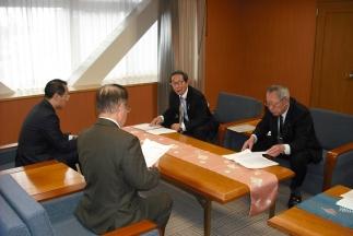 山野市長と金沢マラソンを中心に意見交換も