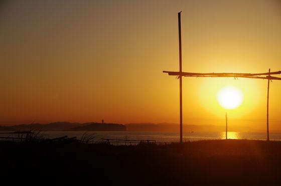 206/01/28 湘南 茅ヶ崎の海 #3 朝焼けに輝くの江ノ島