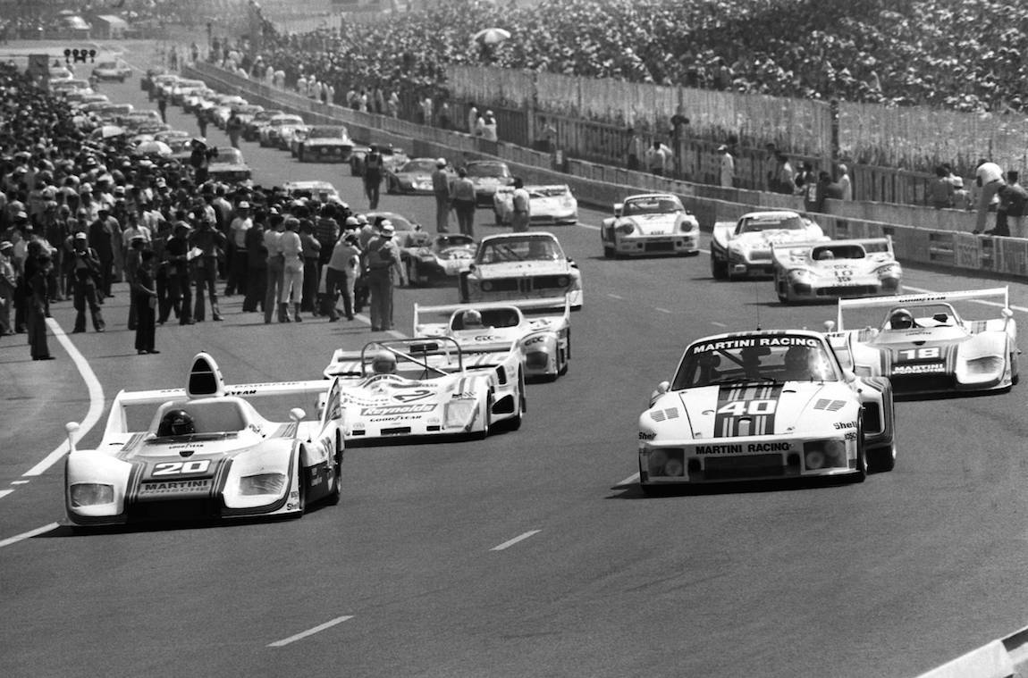 Start-of-the-1976-24-Hours-of-Le-Mans.jpg